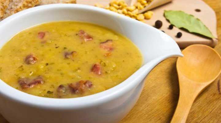 Esta receita de sopa de mandioquinha com carne moída é muito rápida e prática de fazer. A sopa é muito saudável e com baixo teor calórico.