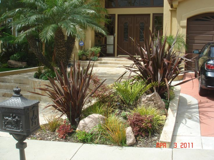 Drought tolerant landscape design los angeles bathroom for Drought tolerant front garden designs