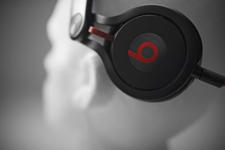 Beats by Dr. Dre - Mixr A Beats MixR fejhallgatót arra tervezték, hogy a legnagyobb bulik zaját is elnyomja, éppen ezért hihetetlen hangerővel és basszussal rendelkezik.