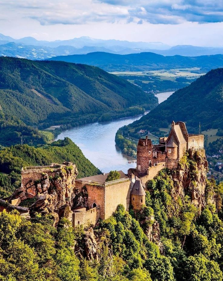 Aggstein castle ruin and Danube river at sunset in Wachau | What to do in Vienna in 3 Days
