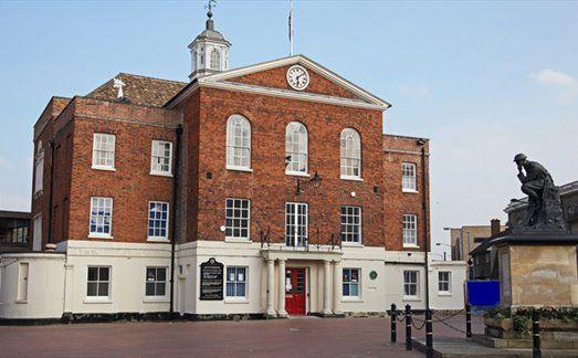 Huntingdon - Town Hall & Thinking Soldier