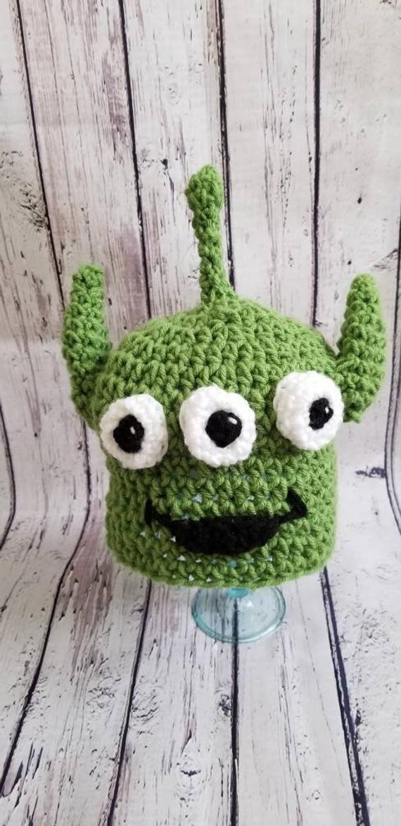 Toy story alien inspired crochet hat, pizza planet green alien hat, baby photo prop, Disney inspired
