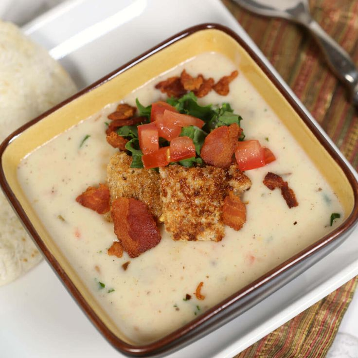 Creamy BLT Soup Recipe - this easy soup recipe is ready in under 30 minutes