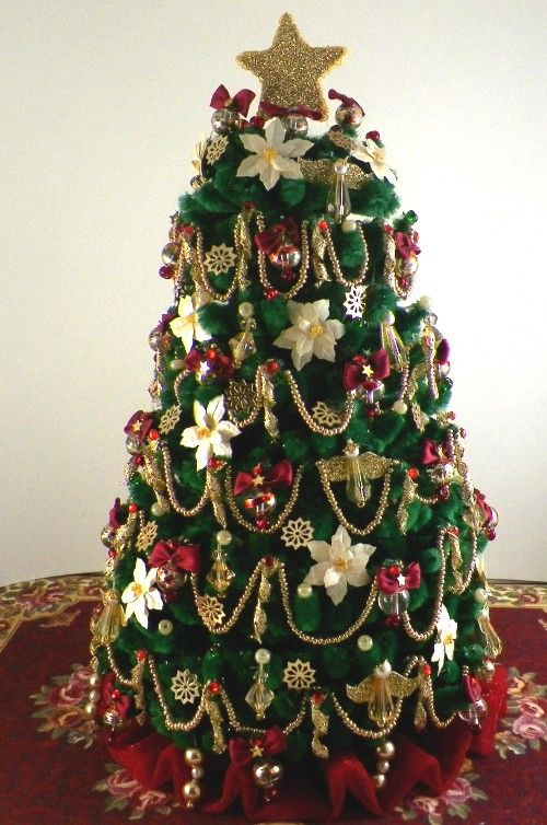 131 best images about christmas trees decorated on pinterest for Small decorated christmas trees