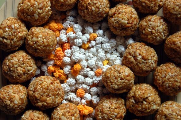 The harvest festival Makar Sankranti, popular in India, Bangladesh and Nepal, is celebrated, with kite-flying, honouring cows and eating sweet dishes. #sweets #food #festival #India #kites #MakarSankranti #hindi