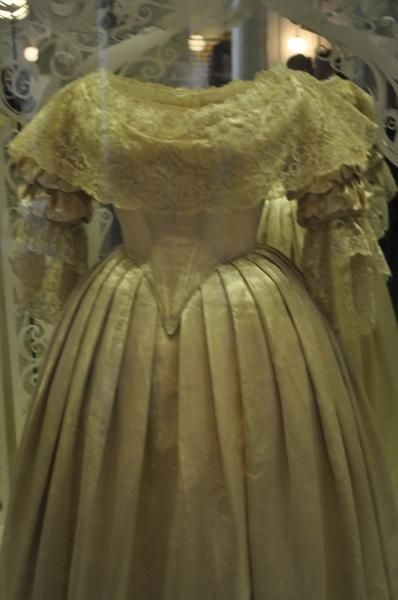 Kensington Palace Royal Wedding Dresses Book : Queen victoria wedding dress royal weddings g