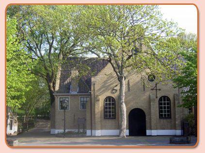 """In de maanden mei tot en met september is de kerk elke woensdagochtend van 10 tot half 12 uur open voor bezichtiging.  Al bijna 30 jaar worden vanaf Pinksteren tot in september in de Nicolaaskerk aan het Kerkplein de befaamde  """"Concerten bij kaarslicht"""" gehouden."""