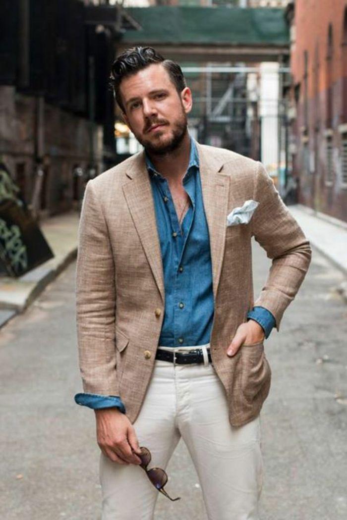 tenue classe homme avec veste d été en lin, pantalon blanc, ceinture noire,  chemise en denim bleu, vetement homme tendance 12c648ff3f11