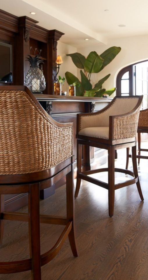 Sheldon beautifully captures the light, natural look of woven seagrass.