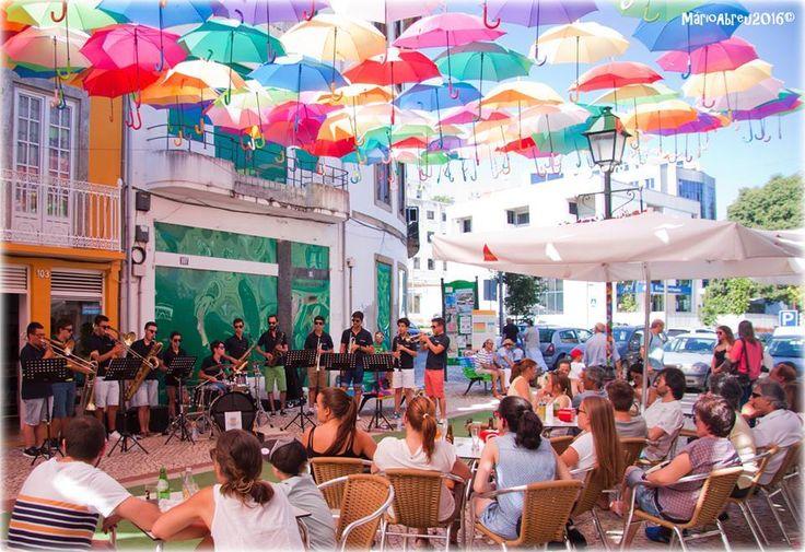 Orquestra Filarmónica 12 de Abril em modo Dozen'Brass @Agitágueda2016  #agitagueda #agitagueda2016 #agitaguedaartfestival #agueda #streetart #festival #urbanart #umbrellaskyproject