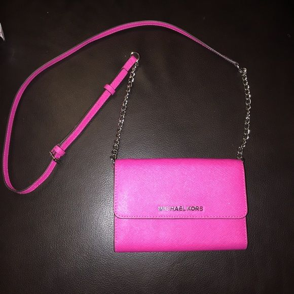 Michael Kors Crossbody Purse PERFECT CONDITION hardly ever been used. 0 flaws! Michael Kors Bags Crossbody Bags