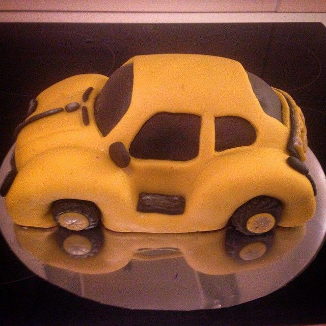 """""""#boble #gulbil #bursdag #bakemag #mollerens #helenorgebaker #kake #bakeglede #gmn#smørkrem #kake #kakekrigen  #kokkekunst #helenorgebaker #finmandag…"""""""