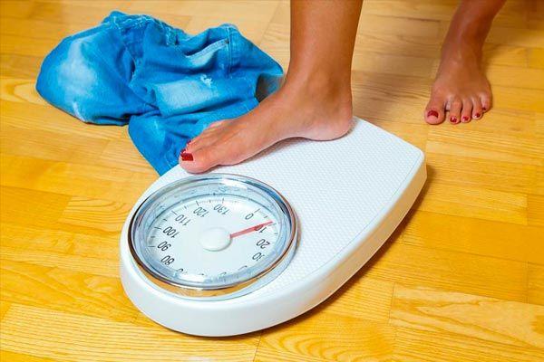 Quais são os riscos de perder peso muito rápido  O SÃO EFICAZES ESSAS DIETAS?  São tantas as afirmações de publicidade de perda rápida de peso que já não sabemos quais são as que realmente funcionam.  E quais são uma farsa embaucadora que só procura tirar-nos o dinheiro com promessas fáceis e incumplibles mas maravilhosamente ocultas quanto: coma o que você quiser e ainda assim perder peso!  Perca 45 kg em dez dias! eu abaixe um tamanho em um dia!  Afirmações dessa presunção são normalmente…