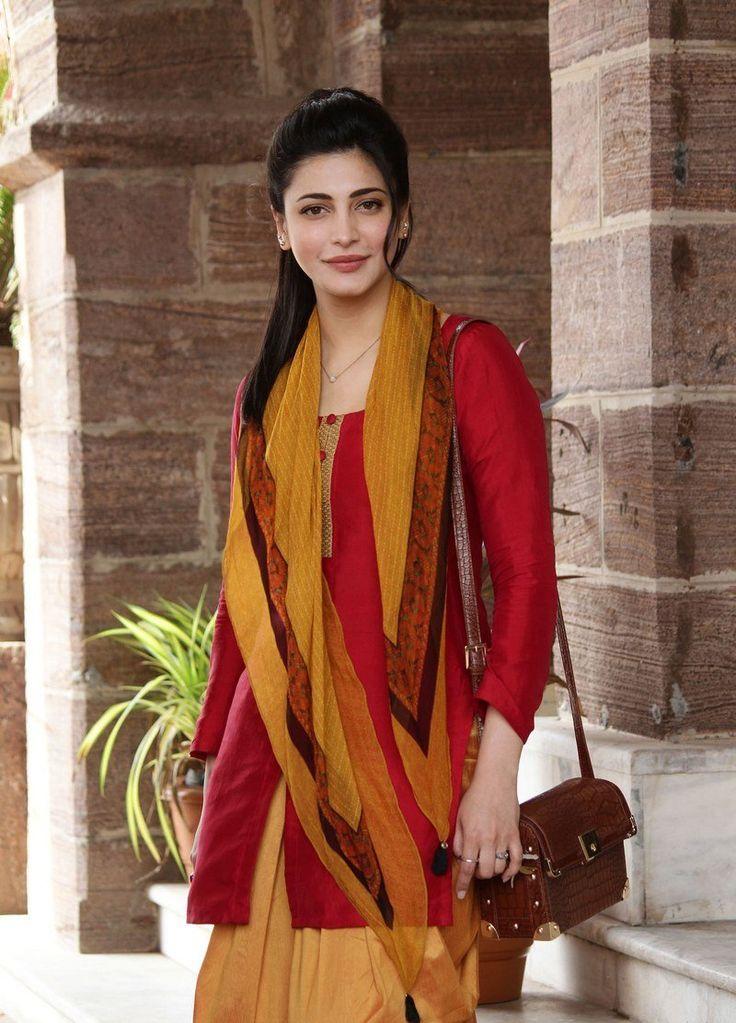 Actress Shruti Haasan Photos From Singam 3 Movie