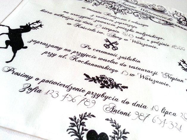 **Pierwsze w Polsce zaproszenia ślubne na bawełnianych chusteczkach!**  Eleganckie zaproszenia **Rodowe** są idealne dla osób ceniących klasykę i ponadczasowy styl. Biało-czarna kolorystyka...