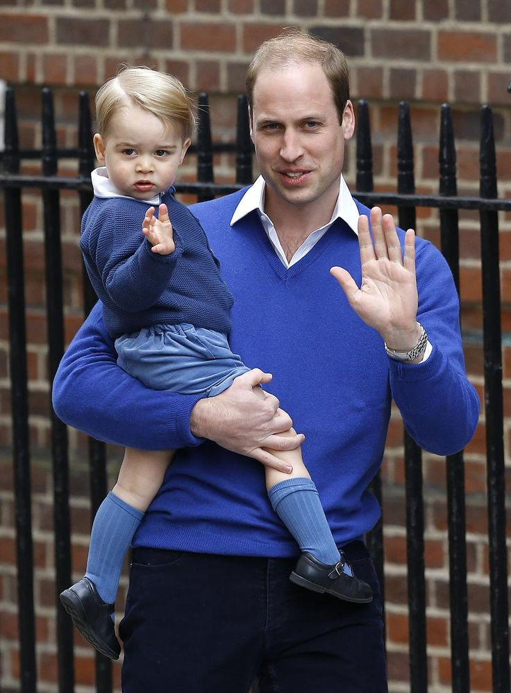 Prince George arrived at the #LindoWing to see his baby sister & gave a royal wave! (via @TODAYshow) #RoyalBaby