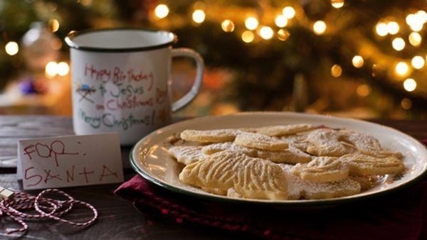 Πρωτοχρονιάτικα Μπισκότα βουτύρου για τον Άη Βασίλη και τους μικρούς...βοηθούς του!