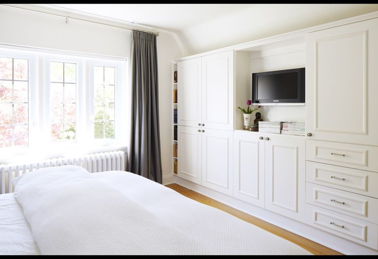 bedroom built-ins via Four Houses Canada. I would lose me full wall closet for this!