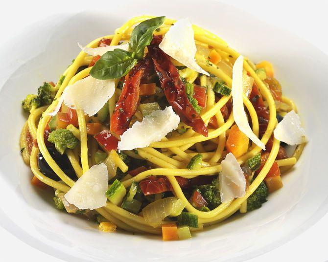 Spaghetti alla curcuma e verdure