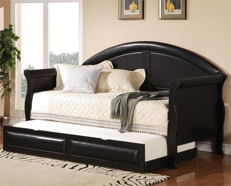 day bed with trundle. Hmmm...I might be able to make one of these out of my old bed