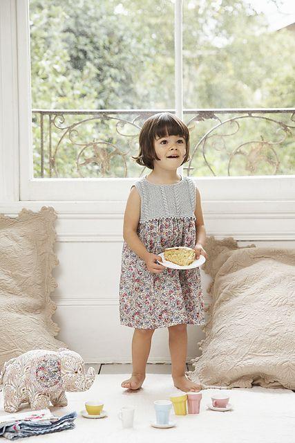 Knitting Crochet In Spanish : Spanish dress pattern by debbie bliss