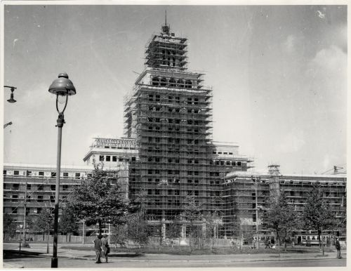And the same from the area in front of the hotel - missing the top of the building (early 1950s)
