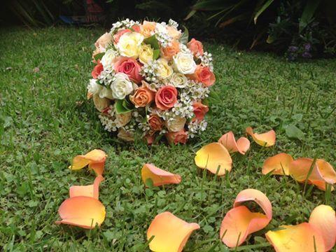 Autumn tones - orange and ivory roses @weddingflowersetc