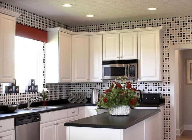 Modern wallpaper patterns bring more interest into kitchen design with white cabinets. Selecting the best wallpaper pattern for white kitchens depends on homeowners tastes, preferences and decorating styles. Accent wall design with modern wallpaper is spectacular and refreshing. Lushome shares 15 id