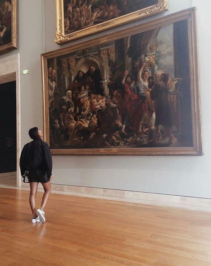 почему в галерее фотографии стали черными занимает площадь