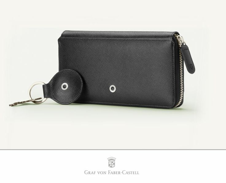 The key wallet is also well thought-out and aesthetically perfect. It can hold five normal keys and a large car key. The hooks swivel through 180°, so that individual keys can remain outside when the case is closed. The top-quality bar holds the hooks and keys securely. There is one little pocket on each side. #leather #craftmanship