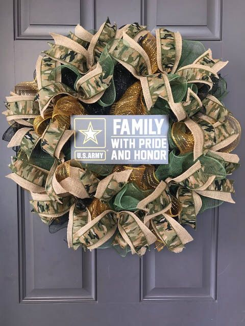 US Army Family Wreath by KatsCreations777 on Etsy https://www.etsy.com/listing/583317325/us-army-family-wreath