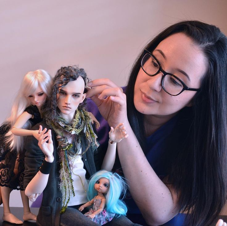 Rare selfie moment! I'm up on @popshoplive for a mini interview which is both exciting and terrifying, super honored to be included among so many amazing doll artists! Not sure why I'm there 😅 Thanks for include @popshoplive 💜 #bjd #bjds...