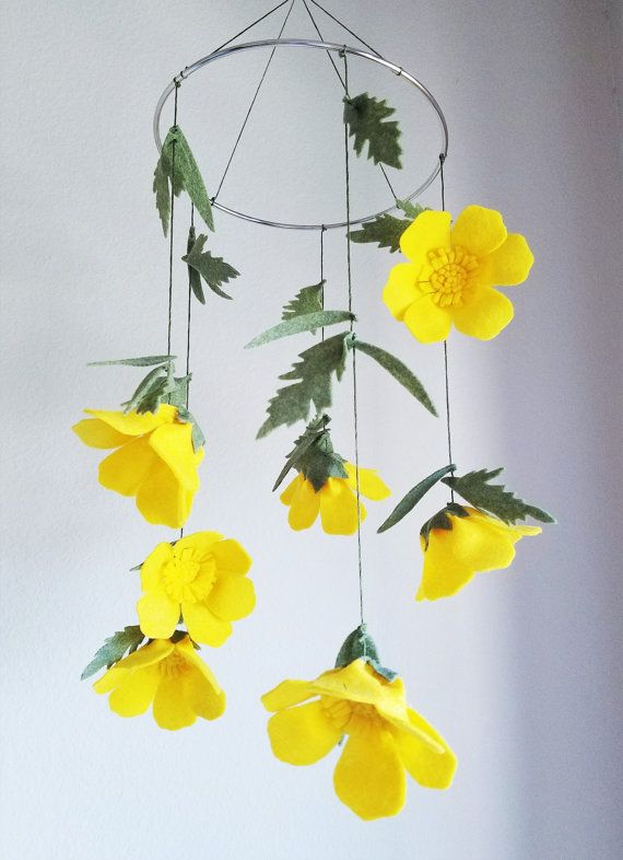 What's up, buttercup? What a happy way to add some bright yellow to your little one's floral nursery :)