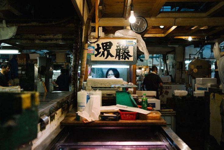 A cashier at Tsukiji market [OC]
