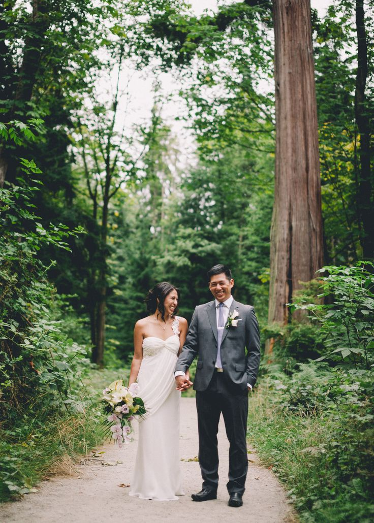 These intimate Stanley Park wedding photos were