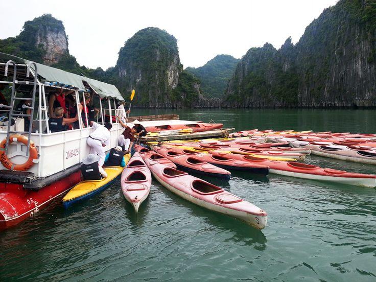 Halong Bay merupakan salah satu obyek wisata andalan Vietnam yang terdaftar dalam Situs Warisan Dunia. Sebagian besar wilayahnya berupa lautan yang dipenuhi pulau beraneka bentuk dan ukuran. Banyak diantara pulau tersebut yang belum memiliki nama.  Keunikan Halong Bay terpahat melalui serangkaian proses alam yang terjadi selama ratusan tahun. Teluk dengan luas sekitar http://kemanaajaboleeh.com/2015/02/destinasi-wisata-tercantik-di-dunia-versi-buzzfeed/