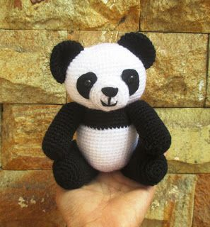 Amigurumi Panda. (Free pattern but needs translating ...