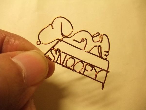 という事なので・・・ちょっと針金で作ってみました。かわゆく出来た・・・かな。 RT @SNOOPYbot   スヌーピーbot  【お知らせ】今日はスヌーピーが初登場した日です