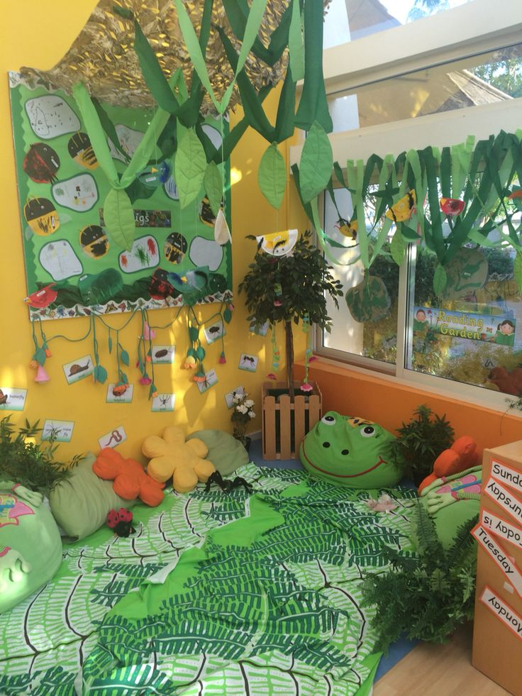 Reading garden bug mini beast birds wildlife imaginative for Garden display ideas