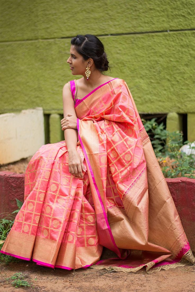 Peach and pink checked Kanakavalli inspired silk cotton saree with weave motifs  #saree #blouse #houseofblouse #indian #bollywood #style #traditional #peach #pink #checked #Kanakavalli #inspired #silkcotton #thread #weave #motifs