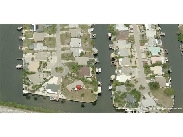 For Sale: 2 bed, 2 bath Single Family located at 12140 Star Shell DR N, Matlacha Isles, FL 33991 for $349,000. MLS# 216061671. Florida Waterfront Canal Home.  Matlacha Isles, Florida  -  Seller says Bring OFFERS.  2 bedroom 2 b...Click to READ MORE