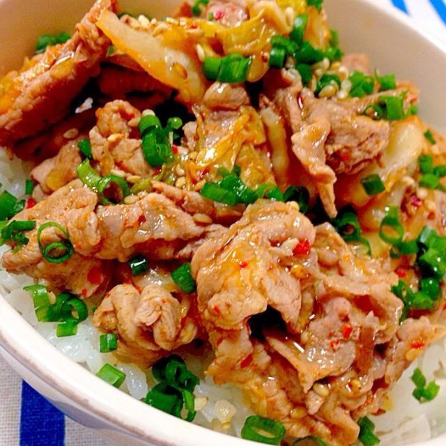 最近辛いものにハマっていて、色んなものに一味をかけてます なので今日のお昼は豚キムチ丼にしました! 超簡単なお昼です(*✪▽✪*) 豚肉とごま油てなんでこんなに合うんだろー✨✨ - 124件のもぐもぐ - 最近辛いものが急に食べたくなりますᐠ( ᐝ̱ )ᐟ豚キムチ丼✨ by エリ