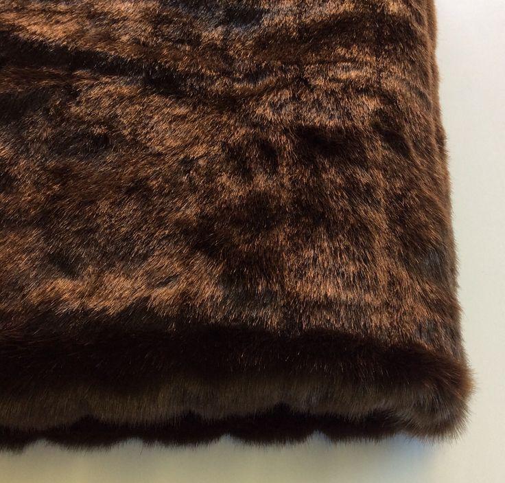 Coperta in pelliccia ecologica colore testa di moro.