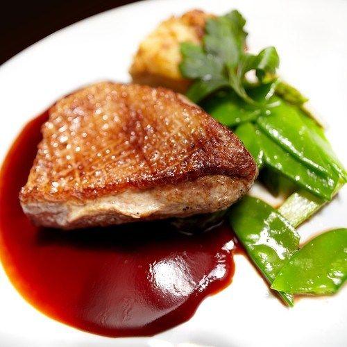 Ароматный соус для утки с финиками и черносливом