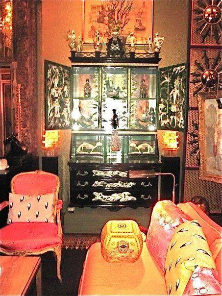 Элси проводила много времени во Франции,  её стиль поддался некоторым изменениям, под влиянием культуры этой страны. Она стала добавлять орнаменты под леопарда и зебру, сочетая их с яркими цветами.
