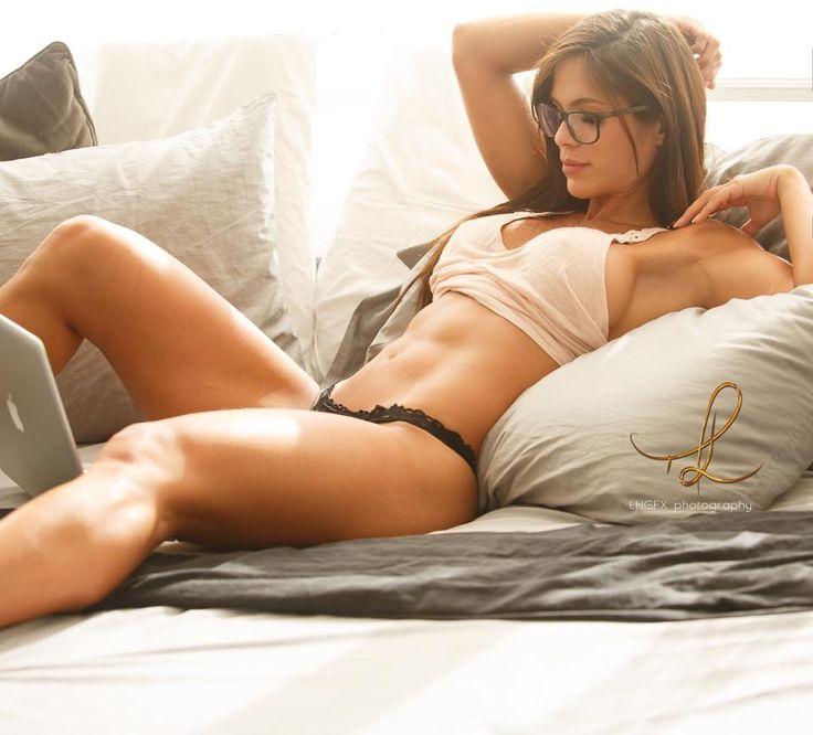 ❤️#LazySunday ❤️#DomingoDeRelax  By Lee / LHGFX Fitness Model Photography