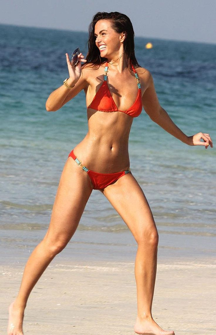 jennifer-metcalfe-in-bikini-on-the-beach-in-dubai-megan-fox-1160387834.jpg (800×1240)