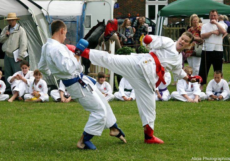 2 Karate contestants at the Woodingdean carnival. Photo by Alicia phtographics.