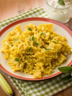 Reginette alla crema di ricotta e zafferano http://www.gustissimo.it/ricette/pasta-formaggi/reginette-alla-crema-di-ricotta-e-zafferano.htm