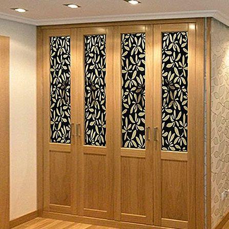 Armario empotrado de puertas batientes enmarcado con pa o for Papel pintado para forrar puertas de armarios